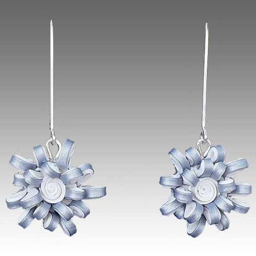 Wiwat Simplicity Loopy Flower Earrings JE1951